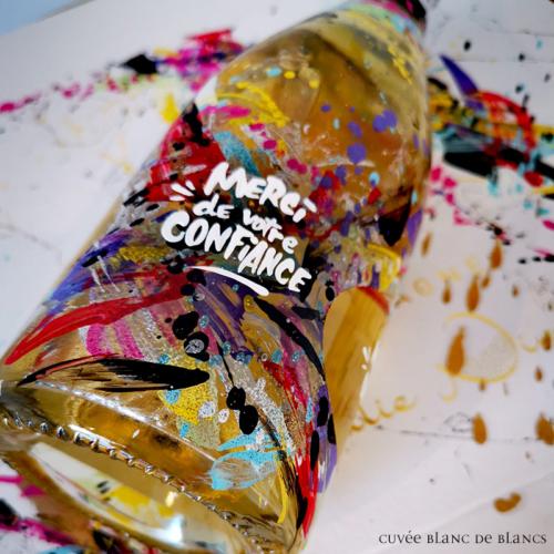 Bouteille graffée par Rise up - Julie Nivet
